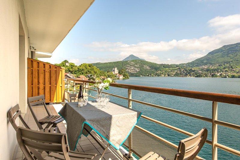 Les LIBELLULES - Appartement posé sur le lac., holiday rental in Duingt