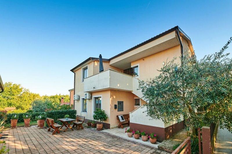 Apartment 594-2 for 3 Pers. in Bašanija, location de vacances à Basanija