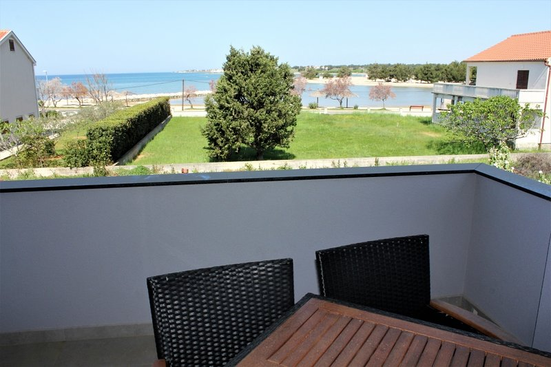 Apartment 3608-5 for 4 Pers. in Zaton (Zadar), aluguéis de temporada em Zaton