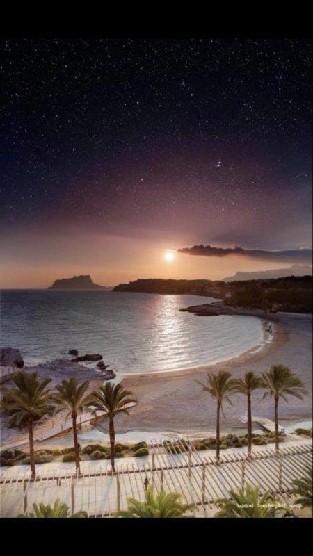 Vista nocturna de Moraira.