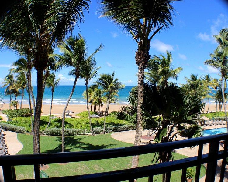 Beach Front villa (2bd/2bt) inside Wyndham Rio Mar Resort Spa & Casino/sleeps 10, alquiler vacacional en Río Grande