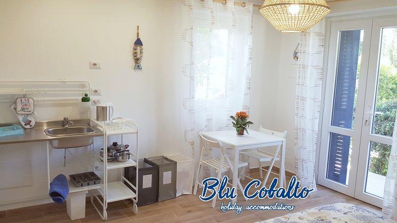 Blu Cobalto (Monolocale 'Tramontana' x3), holiday rental in Fondachello