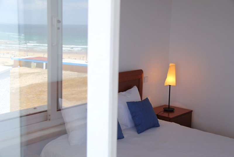 Amazing Panoramic Beach View Apartment (T2) in Costa da Caparica, location de vacances à Setubal District