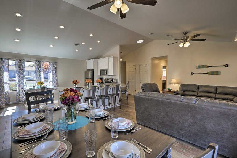 Explore Lake Powell from this updated vacation rental home!