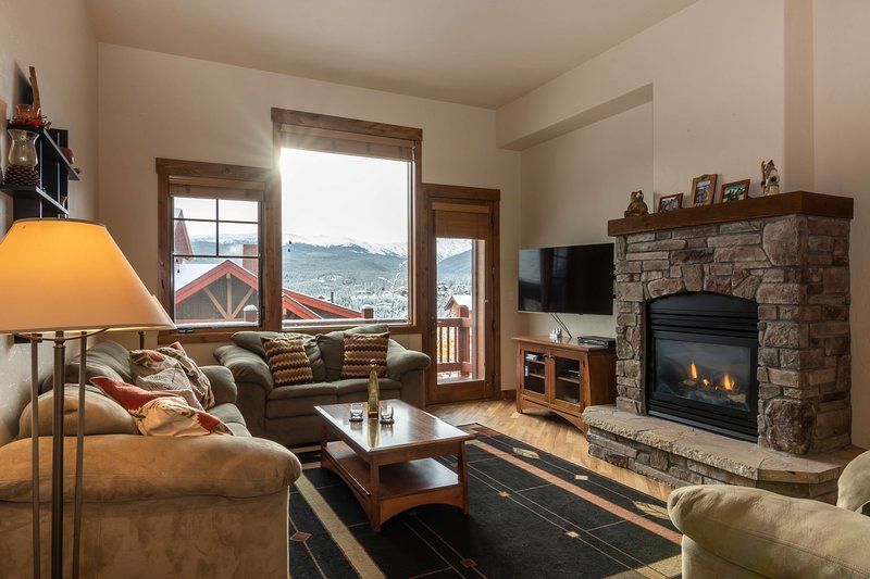 Warm & inviting with modern mountain furnishings at Bear Crossing 1390