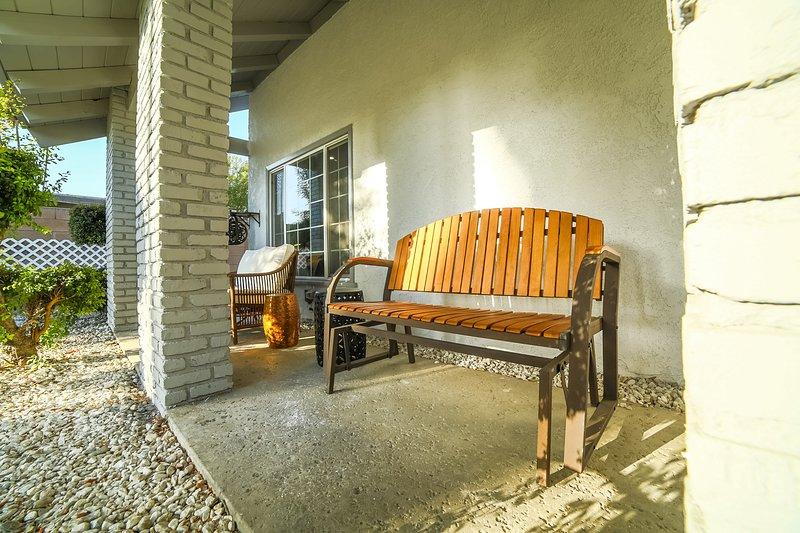 Beautiful Relaxing Modern Family Home w/3 bdrm Guesthouse & jacuzzi, location de vacances à Bell Canyon