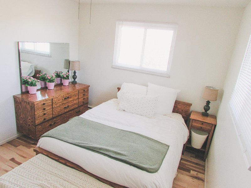 Mini, alpaca ranch- Emma's Room. Double Bed, holiday rental in Johnstown