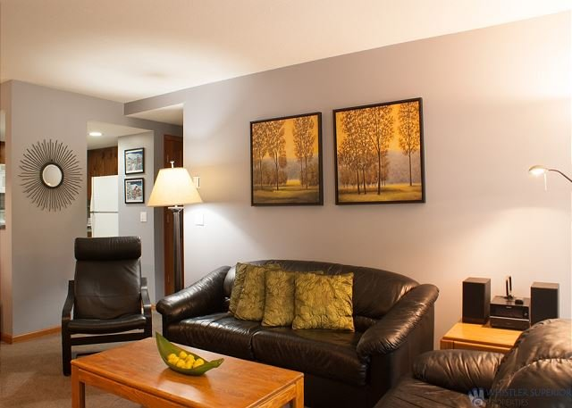 Updated Stoney Creek Condo in Whistler Village. Great Pool & Hot Tub Area., holiday rental in Whistler