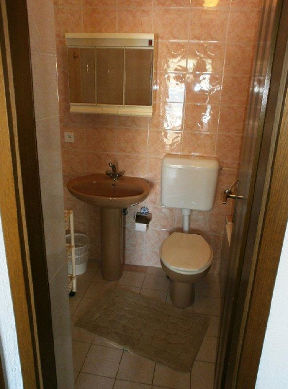 A2 (3): banheiro com vaso sanitário