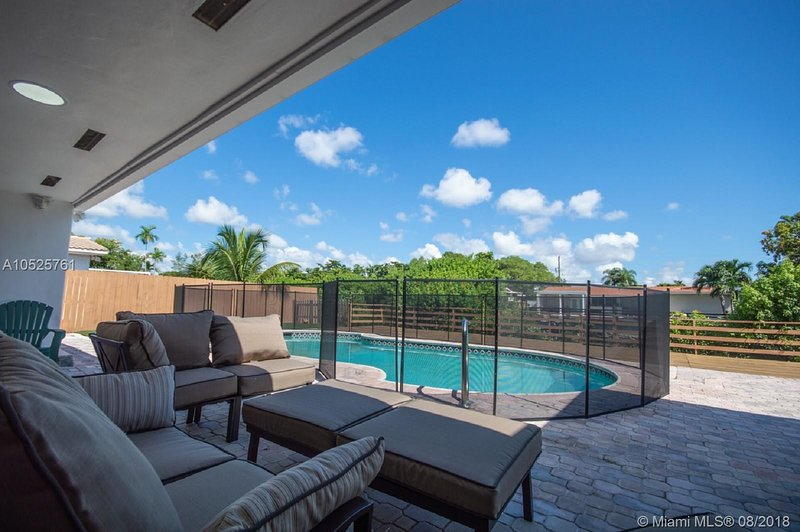 Amazing Waterfront Private Pool House in Prime location, holiday rental in North Miami Beach