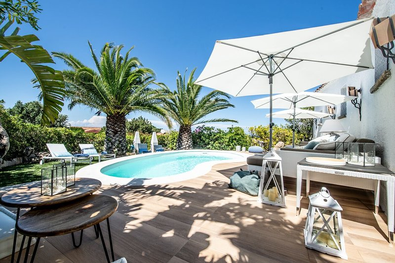 Luxury villa Nora, vacation rental in Poltu Quatu