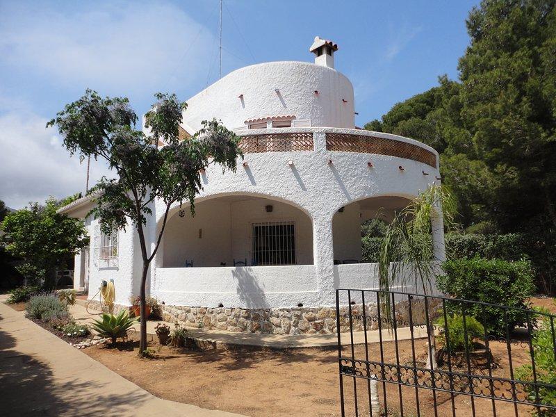 Villa de 4 habitaciones a 200 metros del mar., vacation rental in Denia