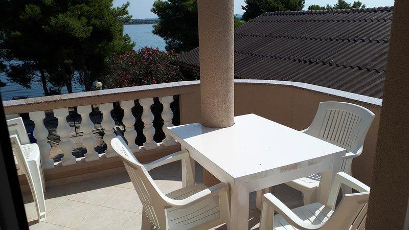 Tkon Apartment Sleeps 6 with Air Con - 5468426, vacation rental in Zizanj Island