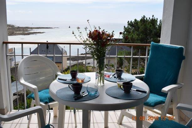 Nice apt with pool access & terrace, alquiler de vacaciones en Audierne