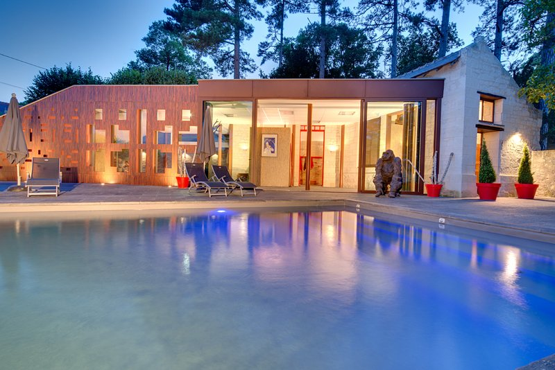 Suites du Chateau MOH Espace détente, piscines et sauna. Piscine extérieure chauffée 12 x 5 x 1.60