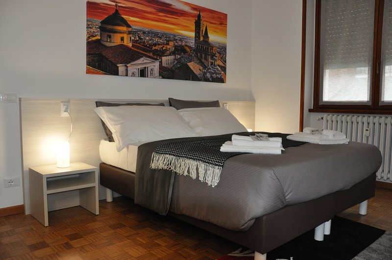 CityWalls Guest House Room 2, holiday rental in Treviolo