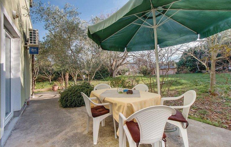 Nerezine Apartment Sleeps 6 with Air Con - 5467763, vacation rental in Nerezine