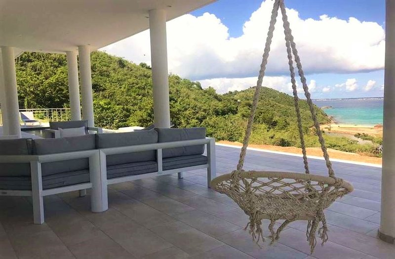 THI MAJASTE... Modern, Affordable, Full AC, Walk to gorgeous beach!, vacation rental in Anse Marcel