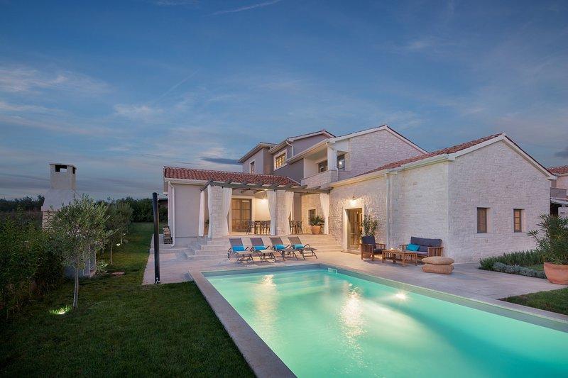 Modern Moonlight Villa 2, in Istria, vacation rental in Porec