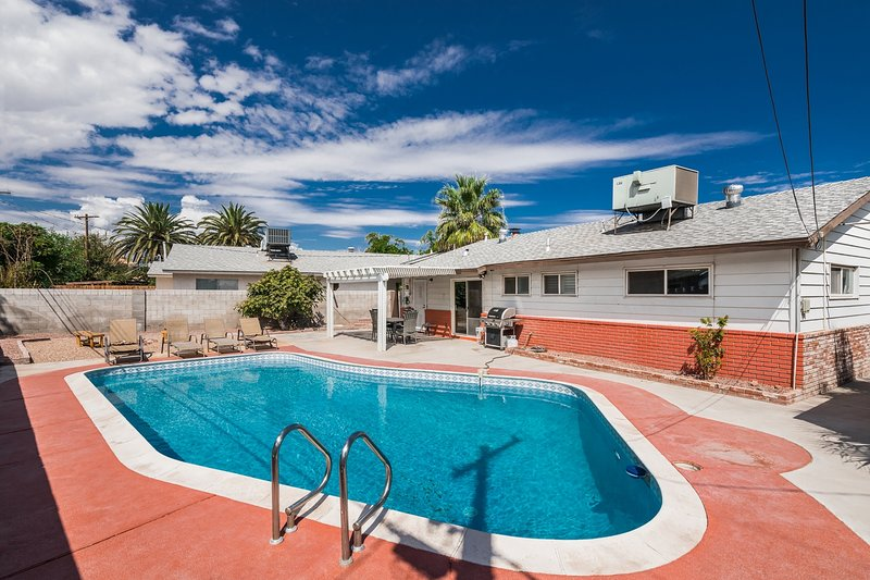 las vegas retreat 5 mins from the strip has private outdoor pool rh tripadvisor com