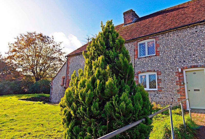 South Downs Cottage - picturesque Grade II listed cottage nr Eastbourne & Down, location de vacances à Arlington