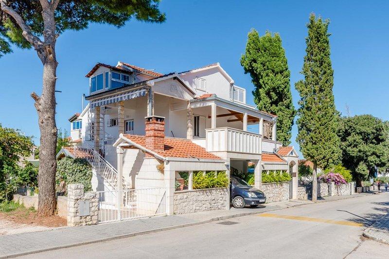 Three bedroom apartment Mirca, Brač (A-5613-a), alquiler de vacaciones en Sumpetar
