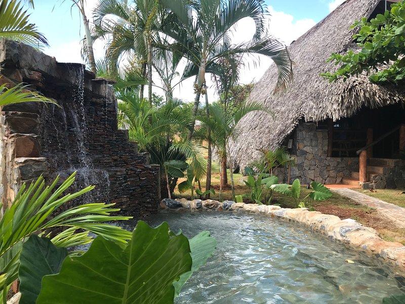Chalet # 1 met privé zwembad, waterval en tuin
