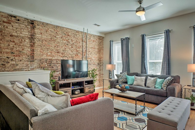 Get your Chattanooga trip started at this modern vacation rental apartment!