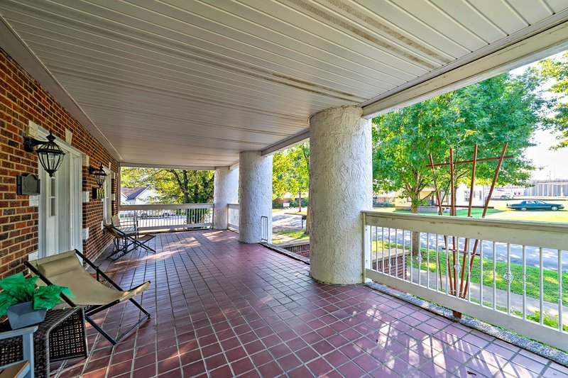 Enjoy easy afternoons spent on the shared, furnished porch!