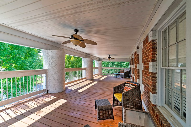 Soak up the Alabama sunshine from this 2-bed, 1-bath vacation rental unit!