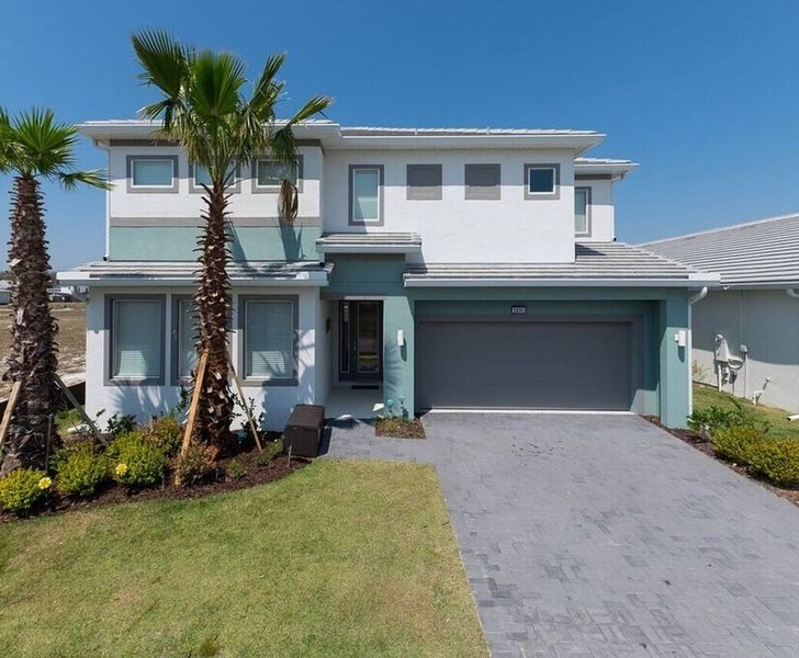 6 Bdr Vacation Home in Beautiful Resort, holiday rental in Kissimmee