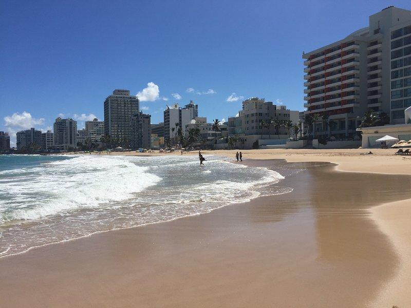 Beach 1.5 blocks away!!total paradise...