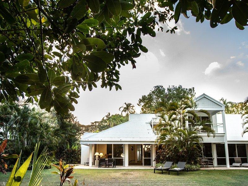 Beachfront Mirage Villa 435 Port Douglas, holiday rental in Julatten