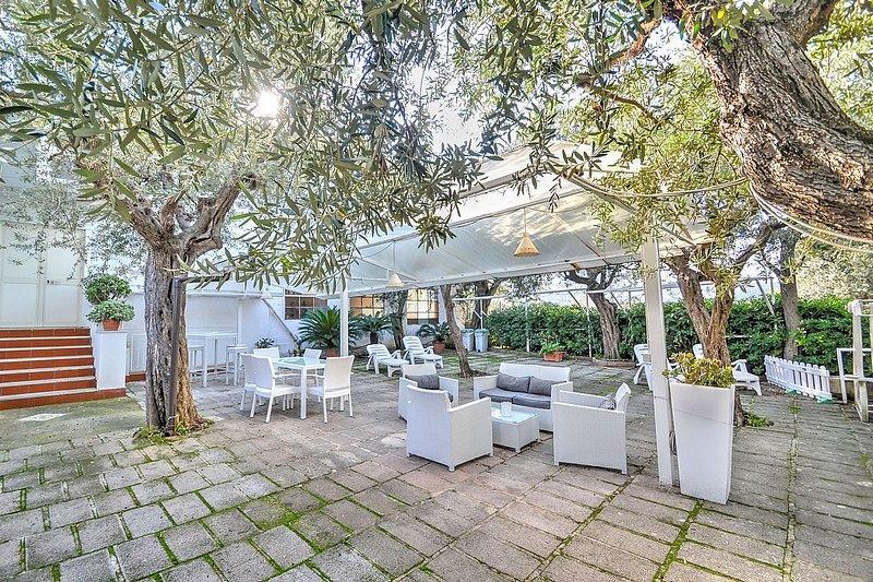 Sorrento Villa Sleeps 5 with Air Con and WiFi - 5228753, vacation rental in Marina di Puolo