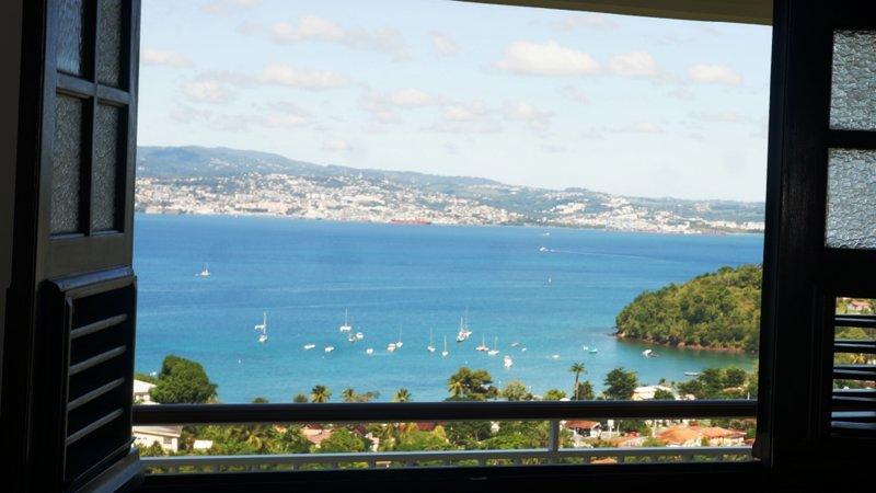 Villa Ansalane - T3 Sylvie - Bedroom 1 - View of the Bay of Fort-de-France