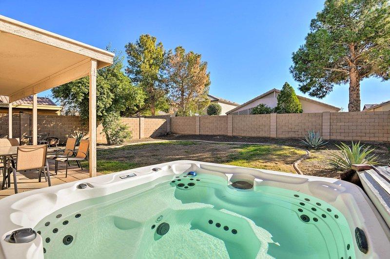 Profitez du soleil de l'Arizona dans votre oasis extérieure privée.