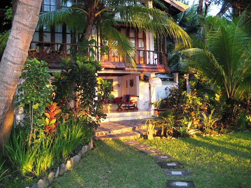 Tejakula Ocean Beach House2bd2baacbreakfast, vacation rental in Toya Bungkah