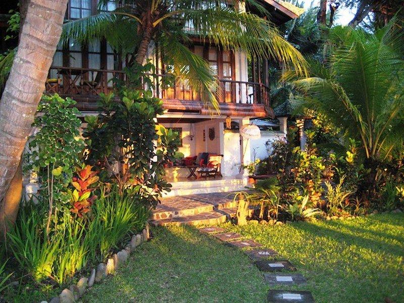 Tejakula Ocean Beach House2bd2baacbreakfast, holiday rental in Les