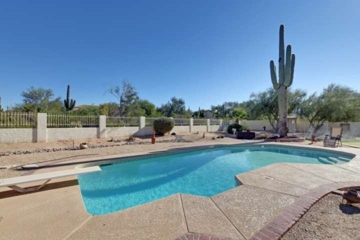 DOG Friendly! Near hiking w/Pool table, Heated Pool, & Spa, FREE GOLF great for, vacation rental in Carefree