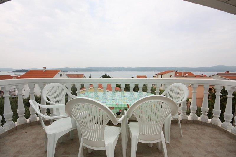 Turanj Apartment Sleeps 8 with Air Con - 5578182, holiday rental in Sveti Petar