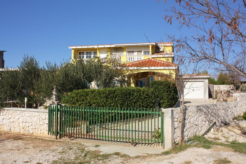 Stosici Apartment Sleeps 3 with Air Con - 5465076, holiday rental in Rtina