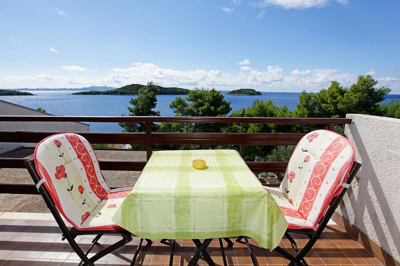 Prizba Apartment Sleeps 3 with Air Con - 5471375, holiday rental in Prizba