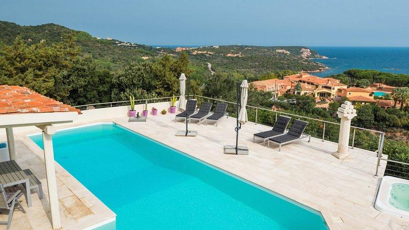 Luxury villa Nuraghi, holiday rental in Poltu Quatu