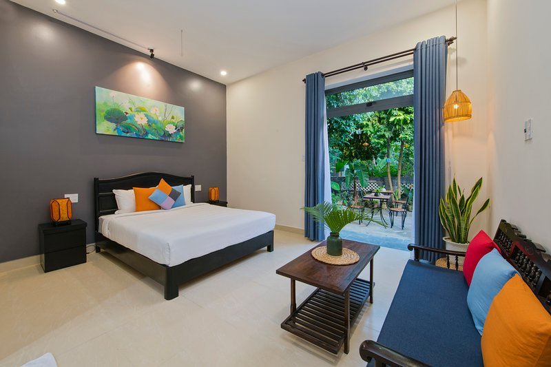 Jasmine Homestay - Brand New Room with double bed  overlooks the garden with full of plants