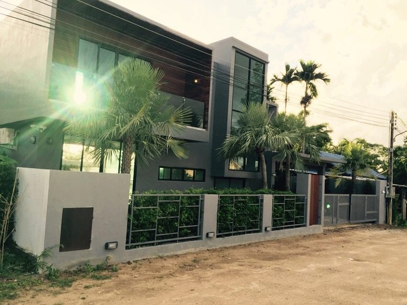 Tewana Home - Private Pool Villa, alquiler vacacional en Chalong