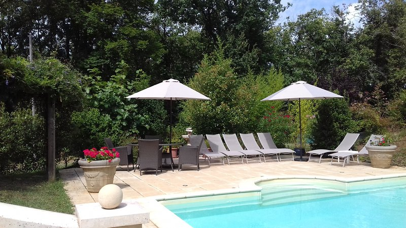 4 BED GITE WITH HEATED POOL, LES EYZIES DE TAYAC, DORDOGNE, vacation rental in Castels