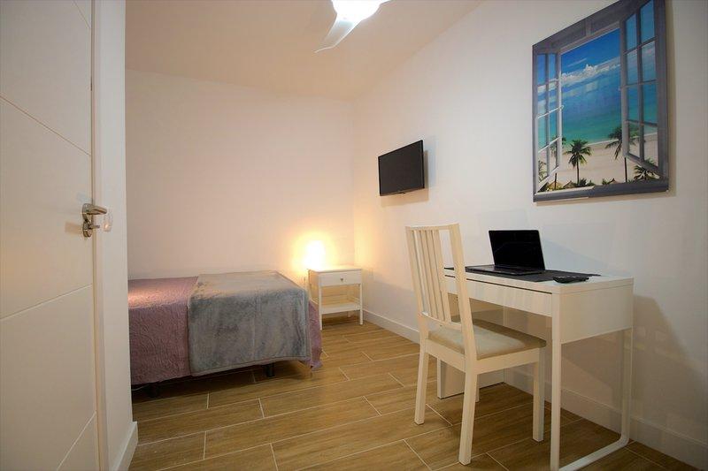 #3 Private Room Smart Apartment to Share, vacation rental in Las Palmas de Gran Canaria