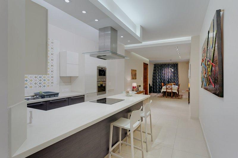 Luxury Apartment, Prime Location in St Julians  (ENHANCED CLEANING PROTOCOL) – semesterbostad i Saint Julian's