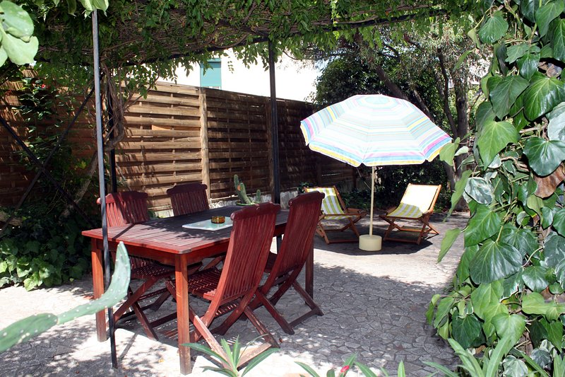 Vos vacances en Pays Catalan - Appartement indépendant avec terrasse et jardin, holiday rental in Les Hauts de Ceret