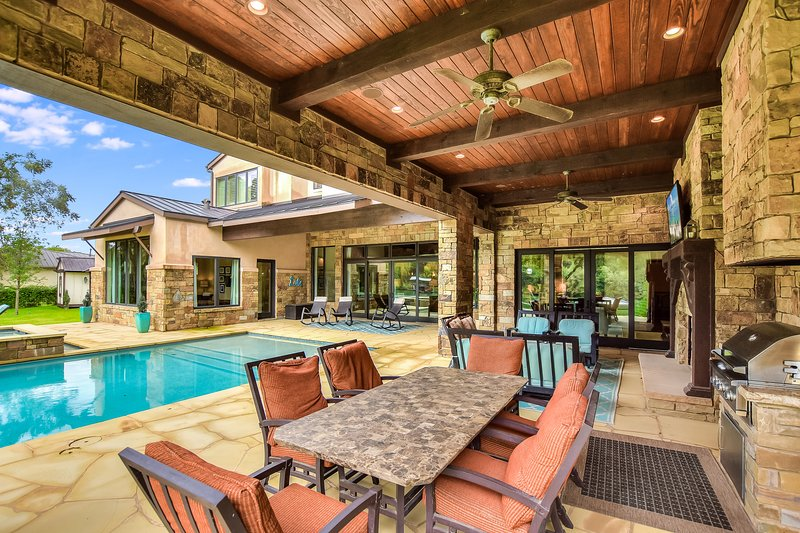 THE ABOVE ELITE ESTATE ON LAKE AUSTIN, holiday rental in Bee Cave